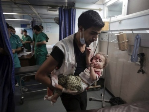 Wounded Gazan girl in the Shifa Hospital, Gaza. Photo: AP. Haaretz online, 18 July 2014.