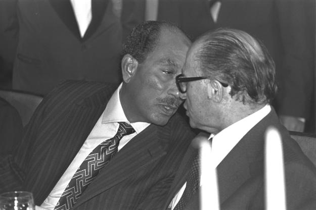 Flickr_-_Government_Press_Office_(GPO)_-_Sadat_and_P.M._Begin